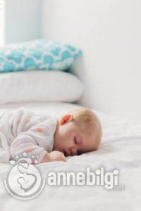 bebeklerde uyku hijyeni nasıl sağlanır