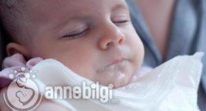 bebeklerin sarı su kusması
